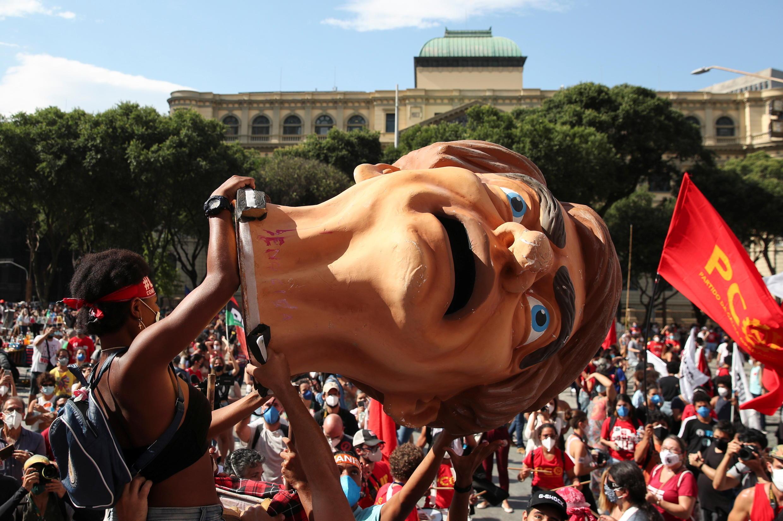 2021-05-29T161739Z_1847988320_RC2RPN9084PT_RTRMADP_3_BRAZIL-POLITICS-PROTESTS