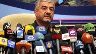 Le général Mohammad Ali Jafari, chef des pasdaran, a confirmé la présence de certains de leurs membres en Syrie et au Liban.