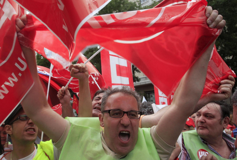 Мадридские служащие на улице 8 июня 2010 г.