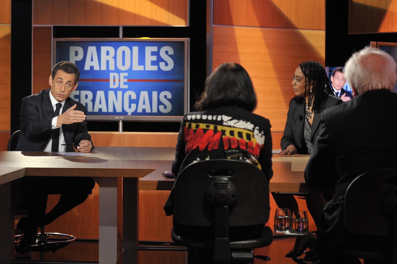 """Николя Саркози во время телевизионной программы """"Слово французам"""""""