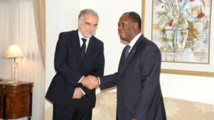 Le 15 octobre 2011, Alassane Ouattara recevait Luis Moreno-Ocampo dans sa résidence privée à la Riviéra Golf.