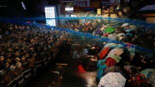 2020-10-16T123653Z_797872018_RC2OJJ9CFU5D_RTRMADP_3_THAILAND-PROTESTS