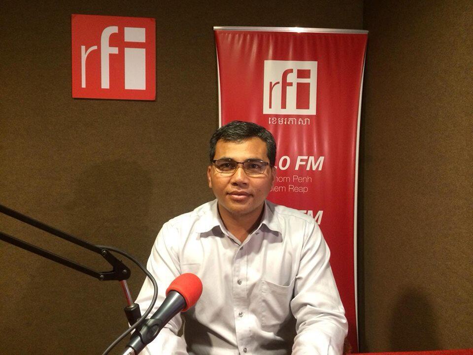 លោក ស៊ុន យូរ៉ា ប្រធានកម្មវិធីគោលនយោបាយអភិវឌ្ឍន៍ វេទិកានៃអង្គការមិនមែនរដ្ឋាភិបាលស្តីពីកម្ពុជា ហៅកាត់ថា NGO Forum ក្នុងពេលផ្តល់បទសម្ភាសន៍ដល់ RFI ។