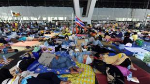 Le procès intenté par la Thai Airways est la première action qui vise à forcer les leaders des chemises jaunes à assumer les conséquences de leurs actes.