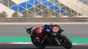 El francés Fabio Quartararo, durante el calentamiento antes de disputar el Gran Premio de MotoGP de Doha, en la ciudad de Lusail 4 de abril de 2021