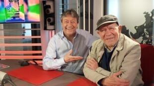 El artista venezolano Asdrúbal Colmenárez y Jordi Batallé en RFI