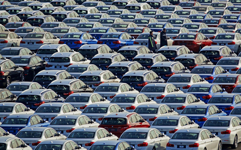 1月9日,停在大連港的寶馬汽車。