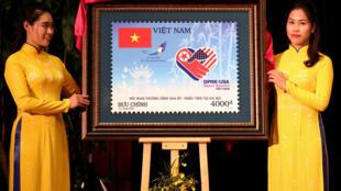 Bưu chính Việt Nam phát hành loại tem đặc biệt nhân thượng đỉnh Mỹ - Bắc Triều Tiên tại Hà Nội, ngày 26/02/2019.
