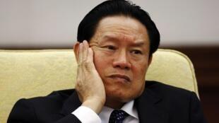 លោកចូវ យ៉ុងកាង (Zhou Yongkang) អតីតរដ្ឋមន្រ្តីក្រសួងសន្តិសុខជាតិ និងជាសមាជិកគណៈអចិន្រ្តៃយ៍នៃបក្សកុម្មុយនិស្តចិន