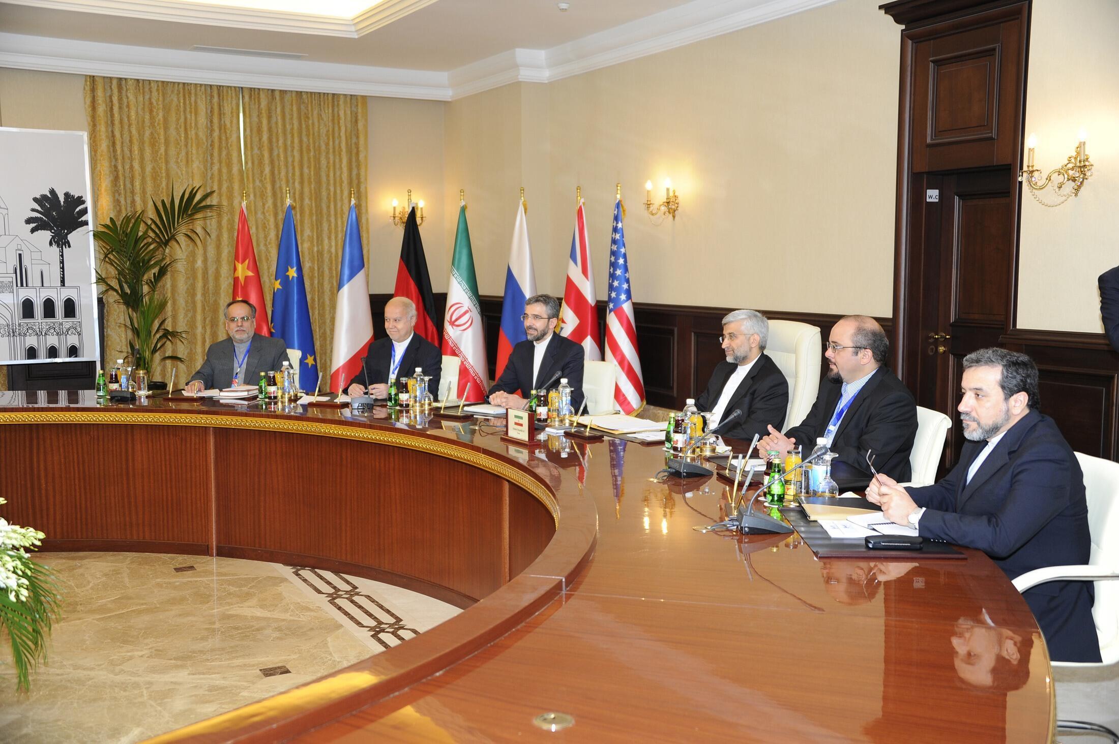 Các nhà đàm phán Iran và nhóm Lục cường tại Bagdad ngày 23/05/2012.