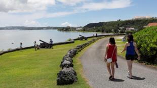 Du khách trên đảo Guam, ngày 10/08/2017.
