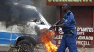 hali ya sintofahamu yaendelea kushuhudiwa Burundi, ambapo polisi imekua ikinyooshewa kidole kuhusika na mauaji ya raia wasiyokua na hatia.