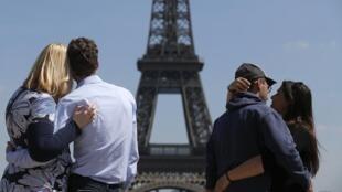 Greve de agentes de segurança impede turistas de visitar a Torre Eiffel nesta sexta-feira (13) em Paris.