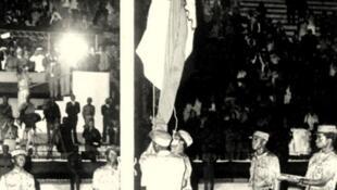 Bandeira moçambicana hasteada aquando da proclamação da República no dia 25 de Junho de 1975