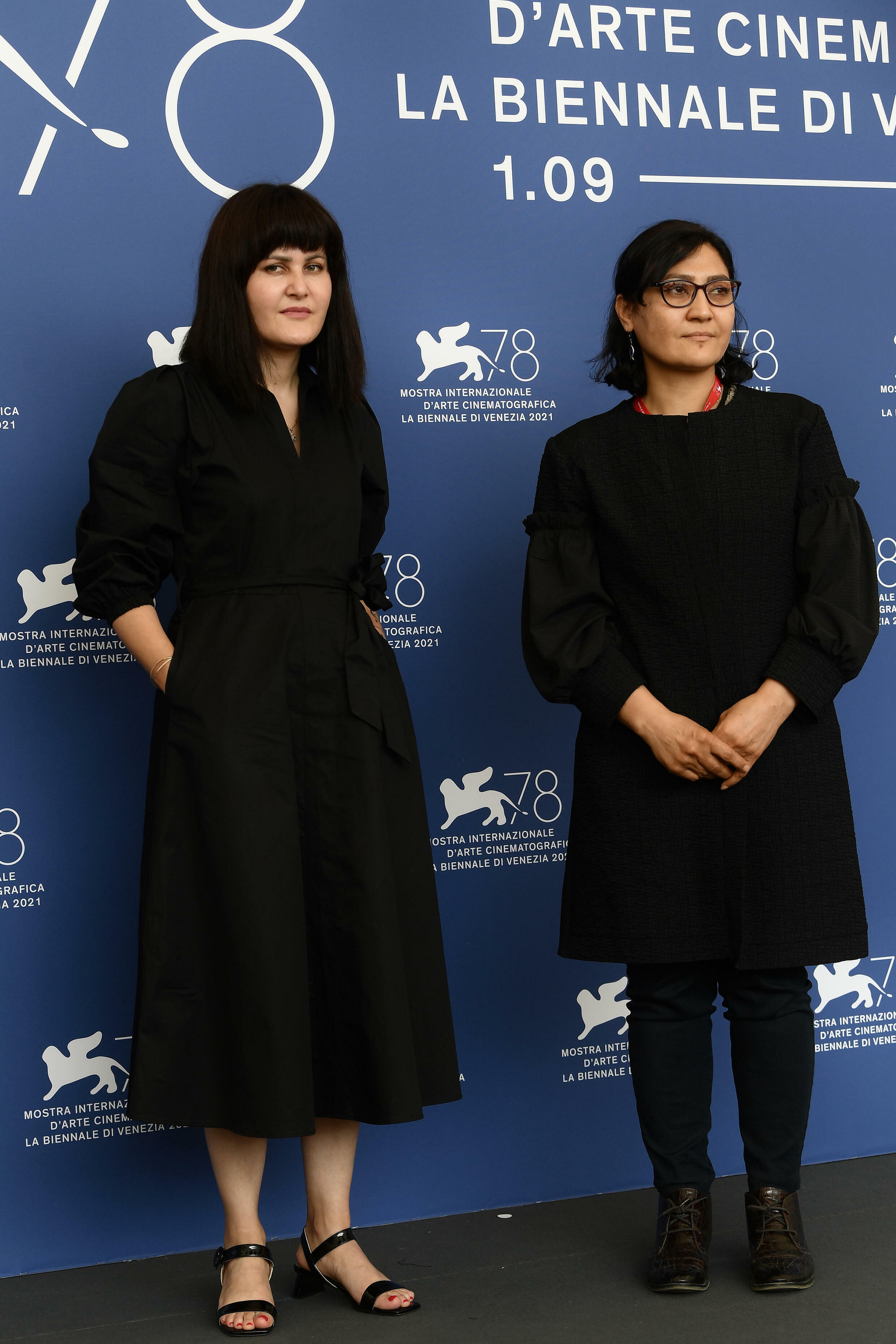 I registi afgani Sahara Karimi (a sinistra) e Sarah Mane a Venezia il 4 settembre 2021