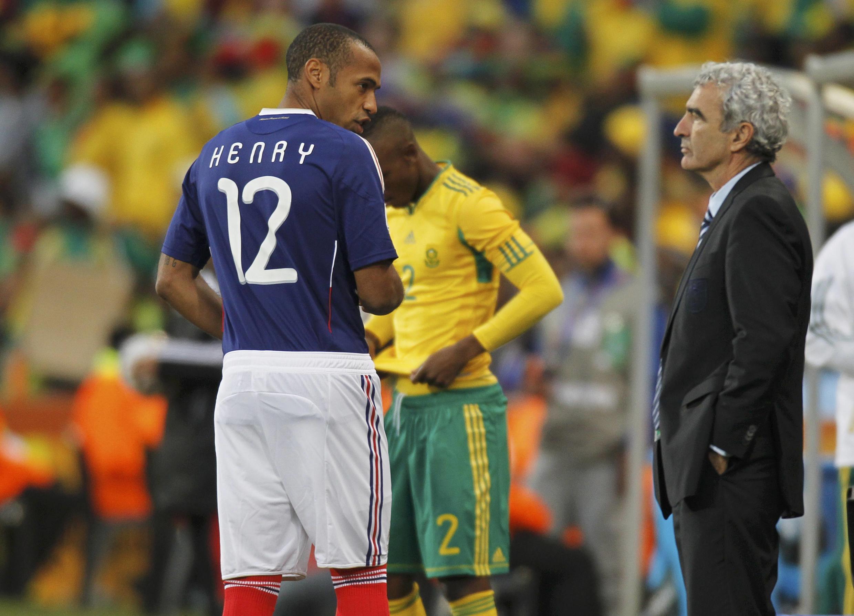 Тьерри Анри  и тренер Рэмон Доменек во время матча 22 июня против сбоной ЮАР