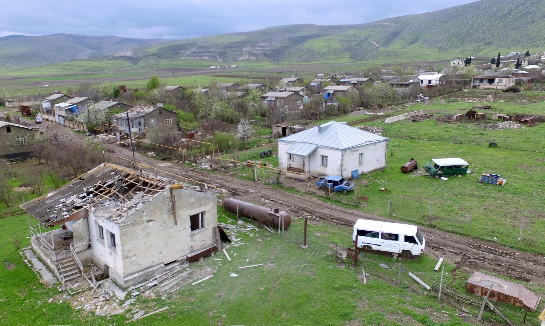 Несмотря на то, что обстрелы продолжаются, многие жители Карабаха решили вернуться в свои дома. На фото — город Мартакерт