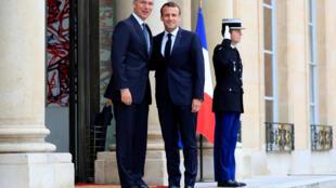 Ảnh tư liệu: Tổng thống Pháp Emmanuel Macron (P) tiếp tổng thư ký NATO Jens Stoltenberg tại điện Elysée, Paris, ngày 15/05/2018