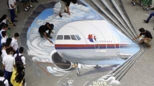 As autoridades malaias informaram que são 25 o número de países envolvidos nas buscas pelo avião desaparecido da Malaysia Airlines.