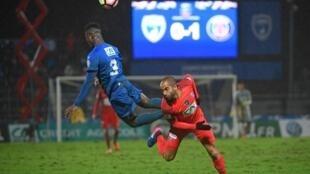 O atacante Lucas Moura, em lance do jogo entre o PSG e o Niort pela Copa da França, na quarta-feira, 1° de março de 2017.
