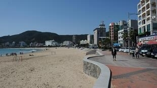 Une plage de Busan. Les plages ont rouvert partiellement en Corée du Sud, notamment dans le sud de la péninsule. (Image d'illustration)