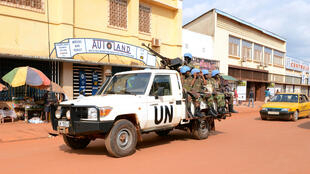 Des soldats rwandais de la Minusca patrouillent à Bangui.