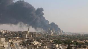 阿勒頗政府軍控制區內一家工廠起火, 2016. 8  9