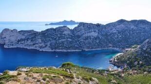 La calanque de Sormiou, une calanque de la côte de Marseille, qui, depuis le 18 avril 2012 fait partie du parc national des Calanques où ont sévi les braconniers.