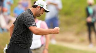 El español Jon Rahm of Spain celebra su triunfo sobre el sudafricano Erik van Rooyen en el World Golf Championships-Dell Technologies Match Play en Austin (Texas).