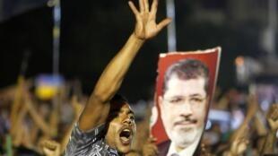 Des partisans du président déchu Mohamed Morsi, le 4 juillet au Caire.