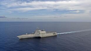 """美国海军""""吉福兹""""号(USS Gabrielle Giffords)濒海战斗舰在南海航行资料图片"""