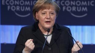 La canciller alemana Angela Merkel  estacó en el Foro Economico Mundial la politica de defensa común de la UE y sus esfuerzos conjuntos respecto a la migración.