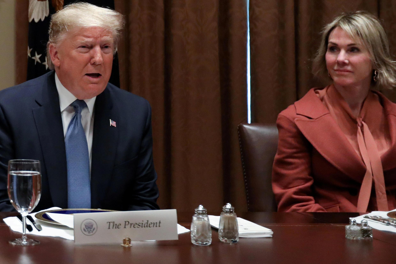 Tổng thống Donald Trump và đại sứ Mỹ bên cạnh Liên Hiệp Quốc Kelly Craft tại Nhà Trắng ngày 05/12/2019.