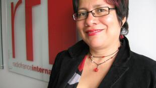 Laura Castellanos en RFI.