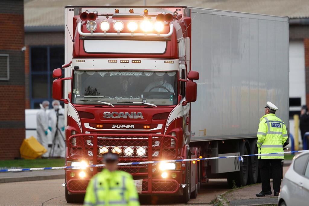 Xe containeur có 39 thi thể di dân ở bên trong, được phát hiện tại Grays, Anh Quốc, ngàu 23/10/2019.