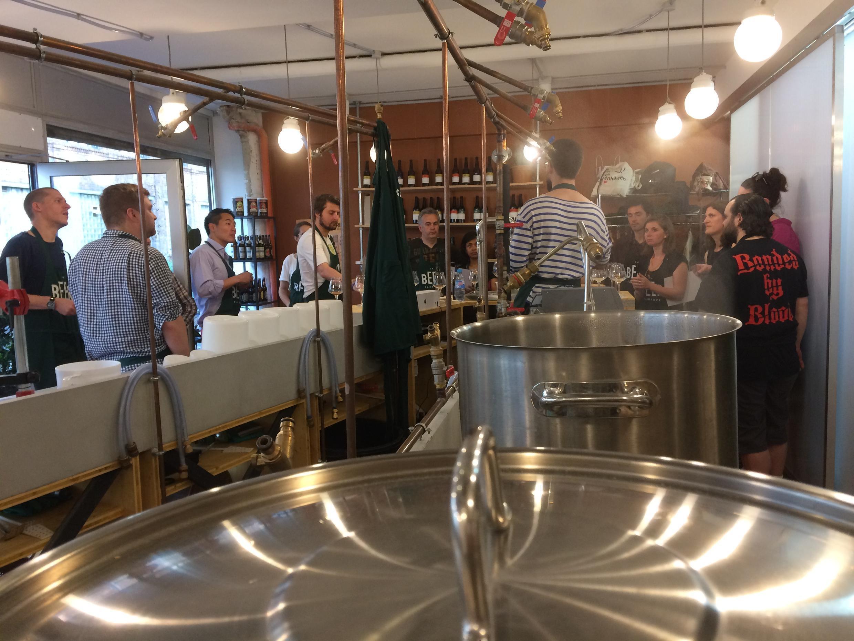 Un cours de fabrication de la bière.