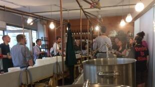 Curso de fabricação de cerveja em Paris.