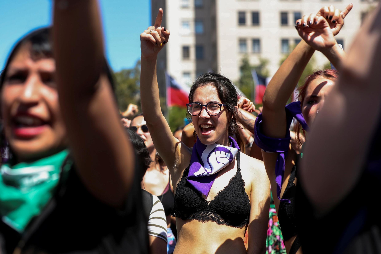Entre 125 000 et 500 000 manifestantes sont venues faire entendre leurs voix, le dimanche 8 mars 2020, pour la Journée internationale des droits des femmes, à Santiago.