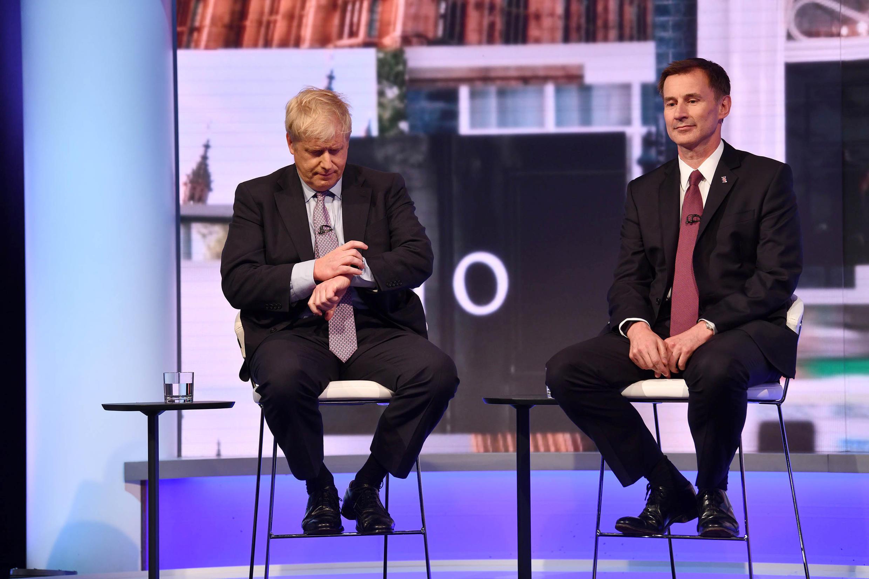Boris Johnson e Jeremy Hunt disputam sucessão de Theresa May.