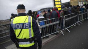 A Suécia, que havia reforçado o controle de suas fronteiras, anunciou a suspensão da medida.