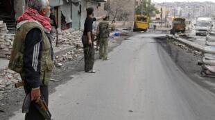 O Exército bombardeou bairros de Damasco e Aleppo onde os rebeldes estão entrincheirados.
