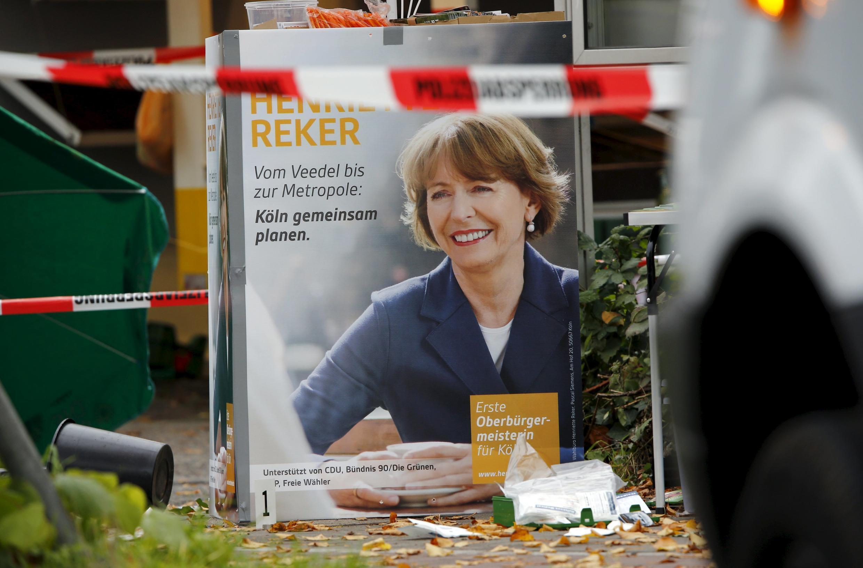 Henriette Reker, candidata à presidência da câmara municipal de Colónia, apunhalada 17 de outubro por um desempregado contra refugiados
