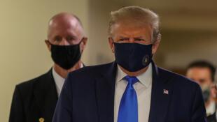 Shugaban Amurka Donald Trump sanye da kyallen rufe baki da hanci