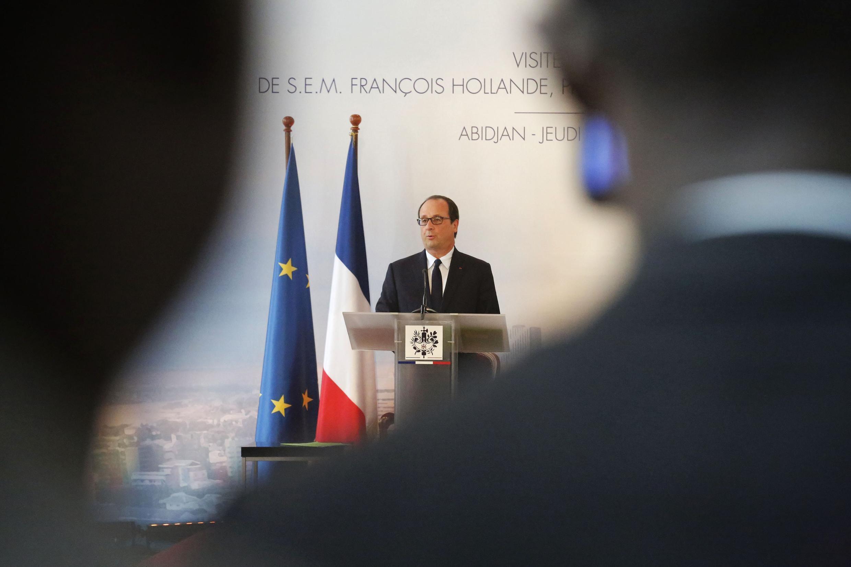 François Hollande na primeira etapa de um giro por países africanos.
