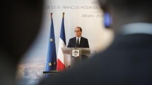 Le président français François Hollande, lors d'une conférence de presse, au palais présidentiel à Abidjan, le 17 juillet 2014.