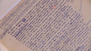 El manuscrito de Camus se expone en la Biblioteca Nacional de Argentina.