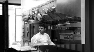 El chef mexicano radicado en Francia Indra Carrill, acaba de abrir su restaurante La Condesa en un barrio muy a la moda de París.