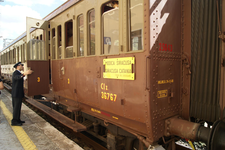 En voiture dans le Train du goût pour Modica, cité italienne du chocolat.