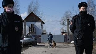 Russian police officers guard the entrance to the penal colony where Kremlin critic Alexei Navalny is being held