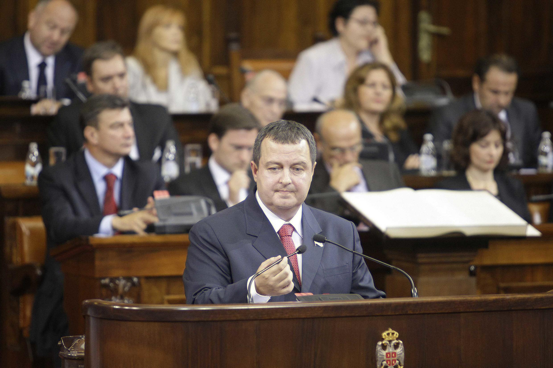 Le Premier ministre serbe, Ivica Dacic, s'adressant aux membres du Parlement à Belgrade, le 26 juillet 2012.
